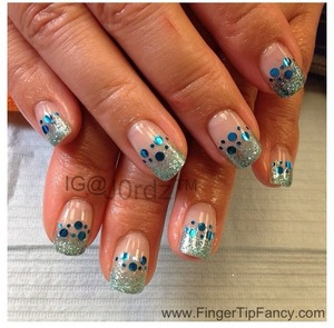 FOR DETAILS CLICK BELOW: http://fingertipfancy.com/blue-glitter-nails