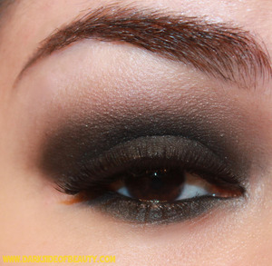 A smokey eye using the 5 eyeshadows from the Wet n Wild Fergie 'Bulletproof Glide' palette :)