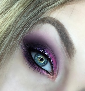 BAM! Here is my Gemini look, though it took TWO tries to get perfect, it was totally worth it.  Majority of the colors were from the Urban Decay Electric Pallet btw!  Get ready for the next signs to come loves, full deets on my blog as alwwwways. http://theyeballqueen.blogspot.com/2016/02/disco-gemini-glittered-smokey-eye.html