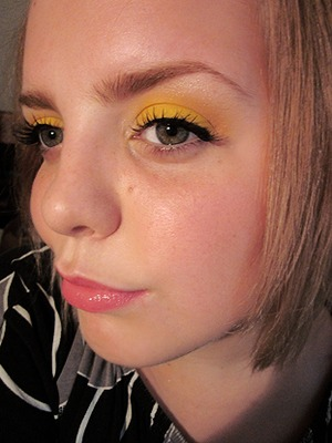 I tried to make a tutorial on this look, but the file won't work on my computer. D:  p.s I DO have an obsession for yellow eyeshadow. XD