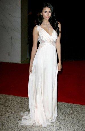 Nina Dobrev of Vampire Diaries hair and makeup.