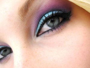 Turquoise and purple using the120 palette  http://trickmetolife.blogg.se