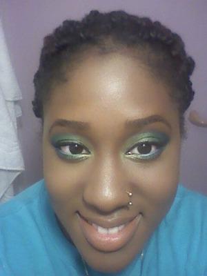 Blue green eyes, gradient.