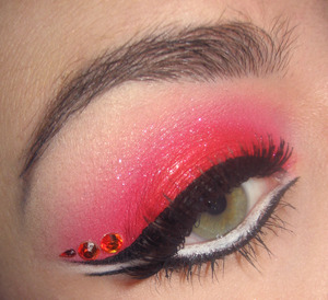 Here is the tutorial for that look : http://www.youtube.com/watch?v=6btJHtkpsLY