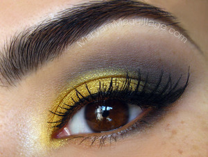 gold, gray, and daylight saving lol http://www.maryammaquillage.com/2012/03/sunday-eye.html