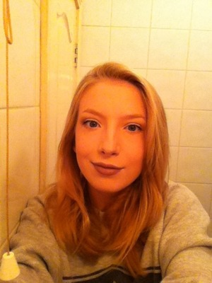 Brown lipstick, with a very neutral eye look :)