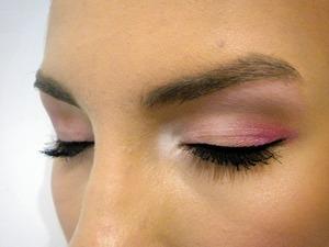 http://missbeautyaddict.blogspot.com/2012/01/get-ready-girls-make-up-hair-and-photo.html