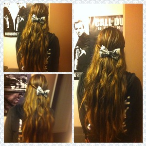 Trying out bows 💁it's cute (: don't mind the background lol I followed macbarbie07's tutorial to make the bow. You just need fabric, a hot glue gun, & hair clipss