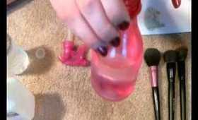 DIY: Makeup Brush Spot Cleaner - Disinfect & Clean