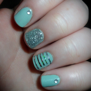 Slightly obsessed with mint. It seems to be the 'it' colour right now. I see why. <3 Good for people with short weird nails like me, ha.