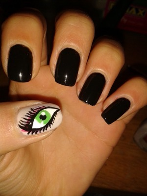 I love drawing eyes, so I always wanted to do eye nails! And here they are!