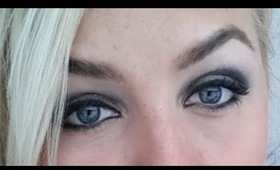 Simple Black & gold smokey eye tutorial