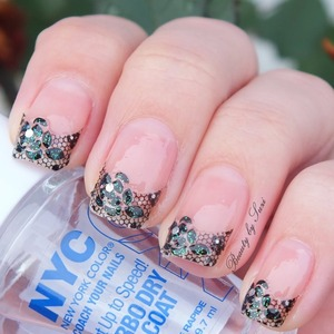 NYC Turbo Dry nail polish  + lace stickers by S-he Stylezone