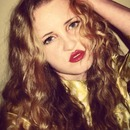 Red lips again!