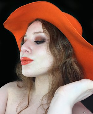 Eating clementines while doing my makeup gives me such inspiration ;) http://theyeballqueen.blogspot.com/2017/04/clementine-warmth-summer-makeup-look.html