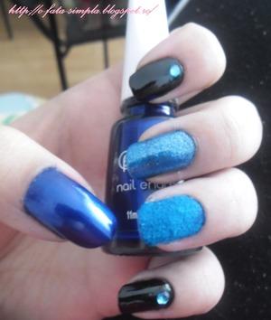 http://o-fata-simpla.blogspot.ro/2013/04/challenge-13-blue-nails.html