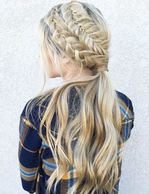 This hairstyle is bomb 😍
