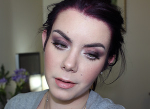 The tutorial for this look can be found here : http://www.youtube.com/watch?v=kiW6fFkDrtU&list=UU2qJx-pb_as-7AsLI8xjxAA