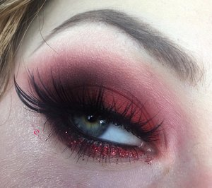 Would you try liquid lipstick as eyeshadow? http://theyeballqueen.blogspot.com/2016/12/new-years-eve-red-hot-glittery-smokey.html