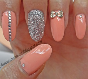 Tutorial on : http://claudiacernean.blogspot.ro/2013/06/unghii-peach-peach-nails.html