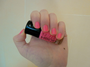 I found this lovely neon pink nail polish from the store and it was on sale so I had to buy it! I adore the color, can't stop looking at it, lol. The name is: 004 Neon Baby.