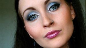 Smokin' Blues Makeup