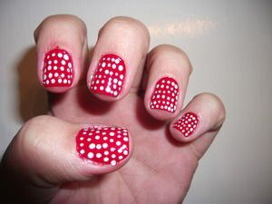 These dot nails make me think of Minnie Mouse