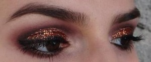 http://www.lanaraluna.com/2012/12/last-minute-new-years-makeup.html