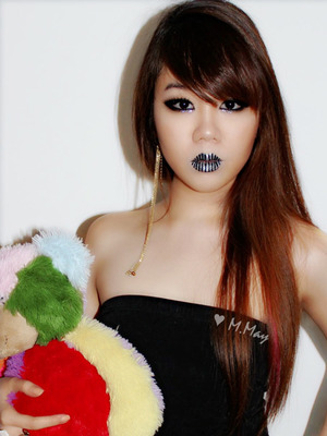 A look I did inspired by CL The Baddest Female in the Kpop world.  Check out my blog for more pictures and information!  http://may-mayhem.blogspot.com.au/2013/03/cl-new-evolution-poster-inspired-makeup.html