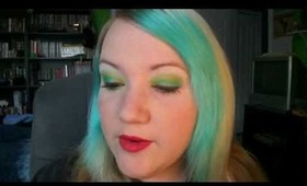 Simple Green and Red Holiday Look