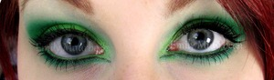 Green eyeshadow using 120 palette  http://trickmetolife.blogg.se