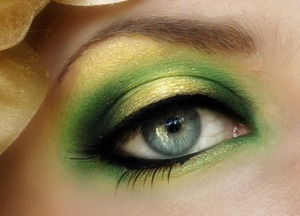 """""""The Golden Rose"""" House Tyrell Green & Gold Look  Vote for this look at Makeupbee and be eligible to win 250.00 Sephora Shopping Spree! See my blog for more details! https://www.themakeupbee.com/look.php?look_id=15329"""