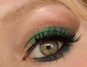 A great look for fall/autumn. Would look great with brown eyes. I hope you like it!