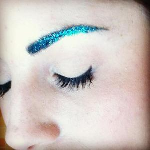 love this absolutely drammatic brows!