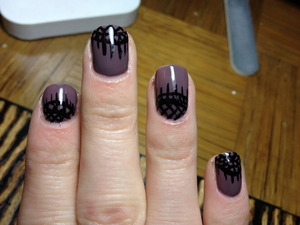 Quick daily nails using liner brush