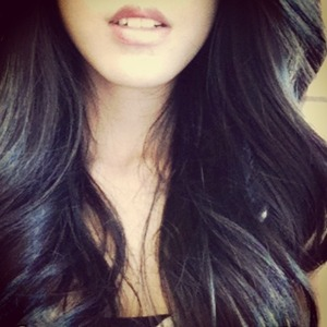 Use a straightener and large sections of hair to make big loose curls. Brush them all together to create a soft look :)