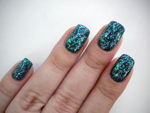 http://missbeautyaddict.blogspot.com/2012/03/31-day-challenge-green-nails.html