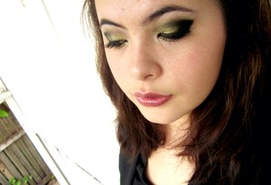 Black and gold New Years make-up