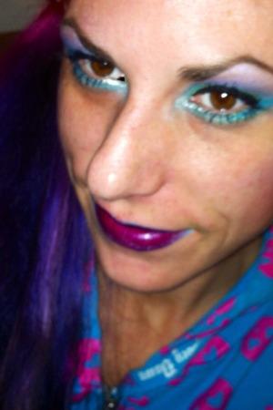 Dah Dah do Dah Dah... <3 lipstick: Lime Crime Poisonberry