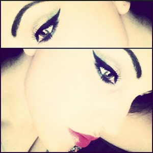 Heavy eyeliner with a bright pink lip. Recipe for simple, radiant beauty.    EYELINER: Clarins Instant Liner