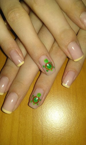 Summer turtle nails