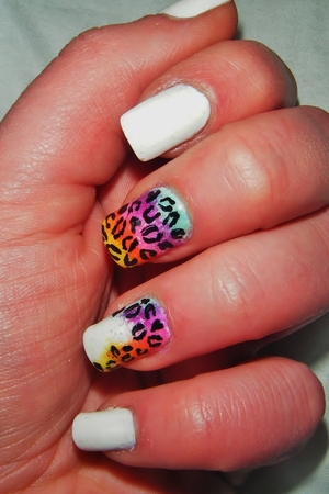 Its a simple leopard print nail on two fingers one is full the other has a hint of the print down on side of the nail and the rest of the fingers are painted white! :) Simples!