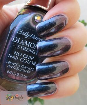 Blog post: http://bydanijela.blogspot.com/2013/07/sally-hansen-diamond-strength-470-black.html