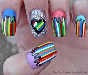 tutorial on : http://claudiacernean.blogspot.ro/2013/03/unghii-cu-dungi-colorate-stripe-lines.html