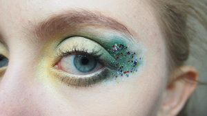 Just for the Holidays I decided to attempt to make this Christmas Tree inspired makeup.