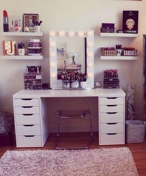 Jaclyn Hill S Vanity Room