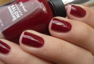 Sally Hansen 610 Red Zin http://malykoutekkrasy.blogspot.cz/2013/11/sally-hansen-complete-salon-manicure.html