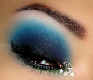 the rhinestones in the inner corners are definitely inspired by  make up artist Grzee's diamonds look!