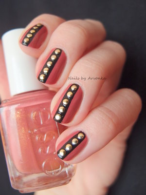 http://arvonka-nails.blogspot.sk/2015/01/essie-s-cvockami.html