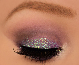 I made this look using my 88 palette and nyx glitter mania in purple. My brows are done with elf studio eyebrow kit in ash. I know there's a minor creasing, I tried to fix it but I just could not get it right. Hope you still like it! xx